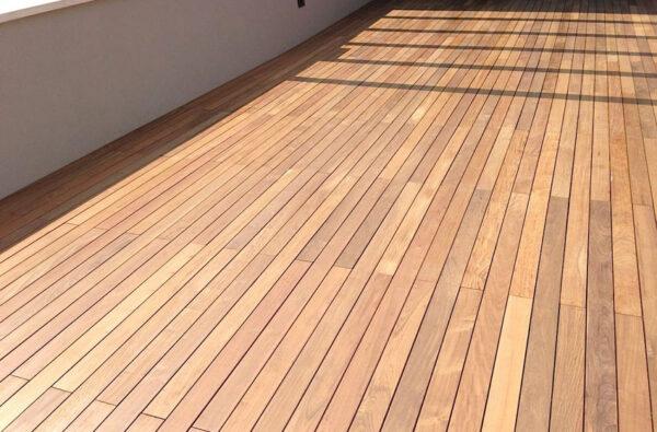 es. di plateatico in terrazzo in decking